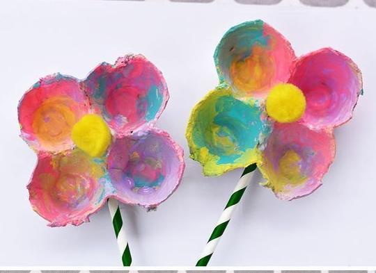DIY faire fleur boite d'oeuf peinture enfant