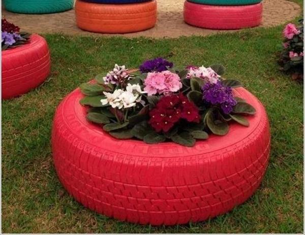 jardinière maison en pneu recyclé pour fleur